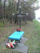 Niezabliźniona wojenna rana nieopodal Kluk. Przydrożny grób nieznanego polskiego dziecka zabitego podczas nalotu Luftwaffe.