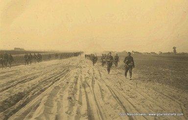 Żołnierze Wehrmachtu w pościgu za polskimi jednostkami