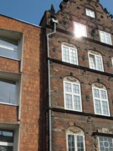 czwórce głów zdobiące fryzy Domu Opatów Pelplińskich