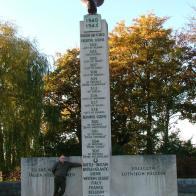 1 listopada pod pomnikiem w Northoldt