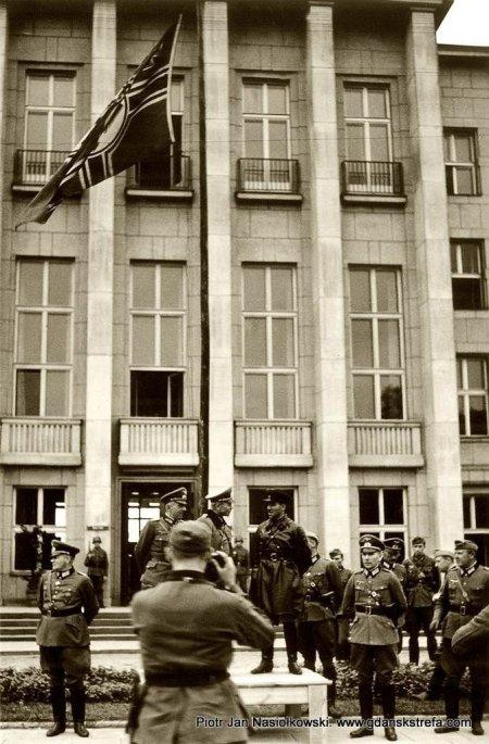 Generał Heinz Guderian i kombrig Siemion Moiszejewicz Kriwoszejn w oczekiwaniu na poczatek wspólnej defilady.