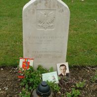 Miejsce spoczynku Ryszarda Zygmuntowicza na cmentarzu lotników w Durnbach