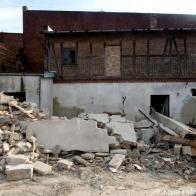 wąski budyneczek, który przetrwał wyburzania, widok od Pożarniczej