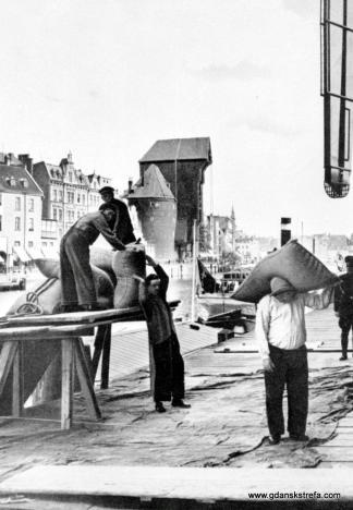 Gdańscy tragarze. Fotografia ok. 1920 rok..
