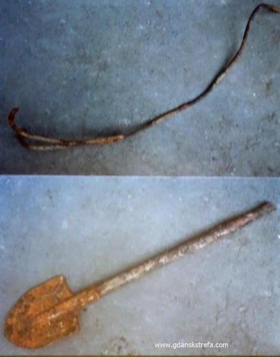 hak, którym ściągano zwłoki z wozu, oraz łopata