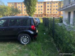 Dziki parking na podwórku