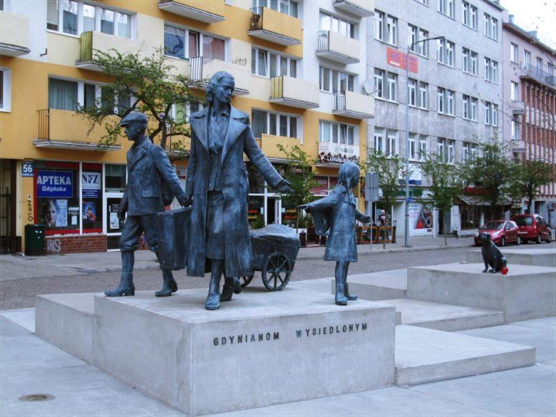 """pomnik """"Gdynianom wysiedlonym"""""""