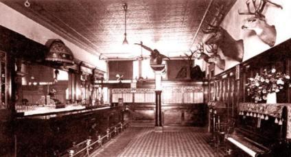 Jeden z licznych saloonów w Wyoming, rok 1908.