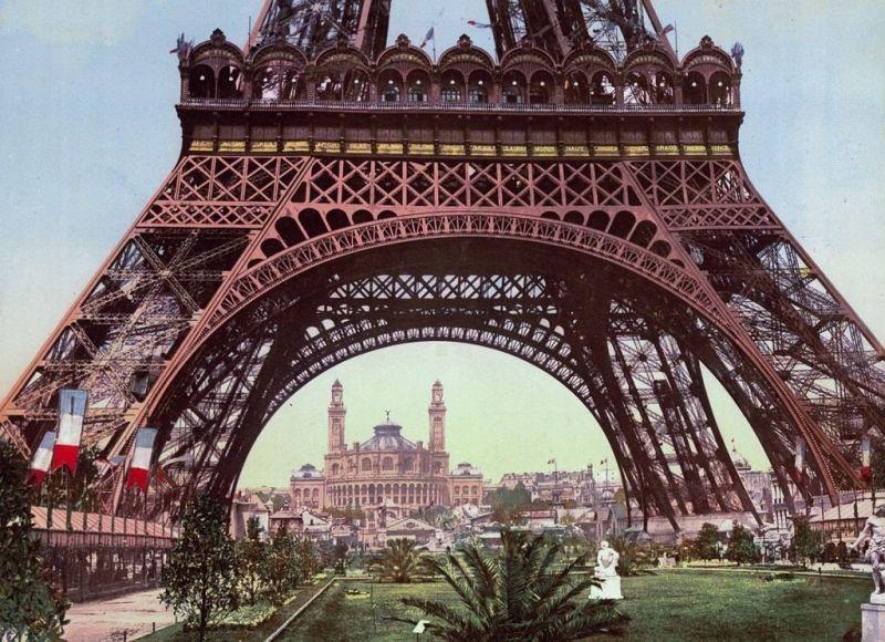 widok na wieżę Eiffla i Trocadero