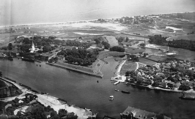 Widok lotniczy na Wisłoujście, lata 30. XX wieku