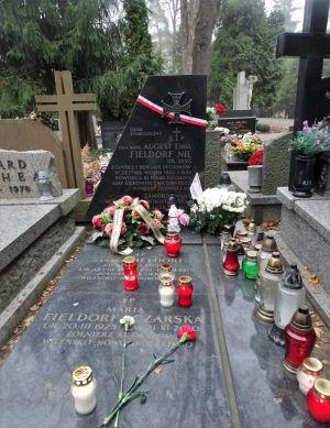 Symboliczny grób Augusta Fieldorfa na Wojskowych Powązkach