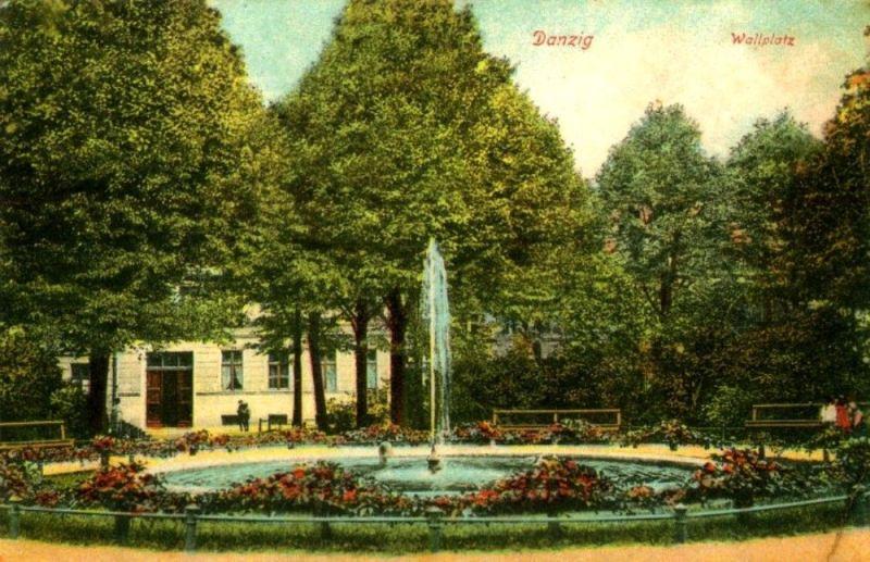 Plac Wałowy przed wojną, zieleniec z fontanną