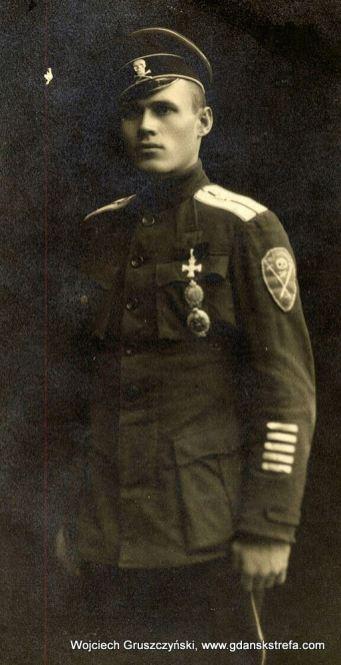Żołnierz z Korniłowskiego Pułku Uderzeniowego walczącego przeciwko bolszewikom podczas wojny domowej w Rosji.