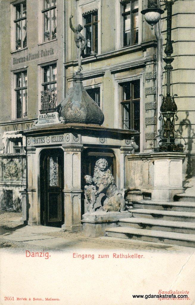 Wejście do piwnicy Rady (Rajców)