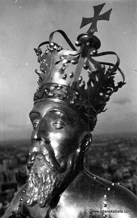 Głowa figury Zygmunta Augusta, odtworzona przez Alfonsa Łosowskiego. 1959.
