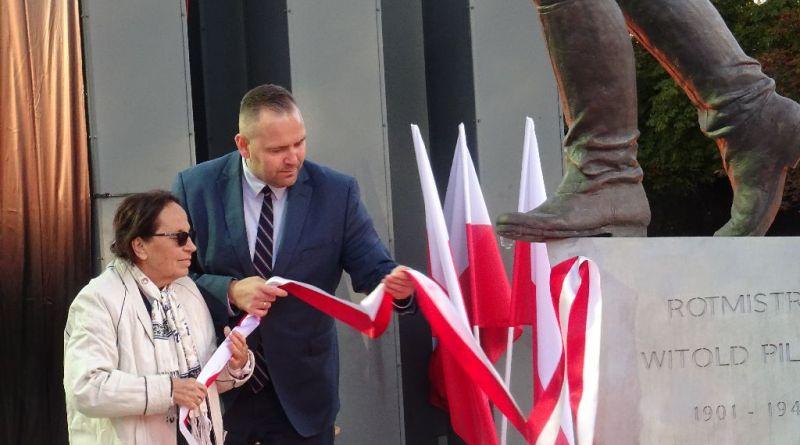 Uroczystość odsłonięcia pomnika rtm. Pileckiego przy Muzeum II Wojny Światowej w Gdańsku