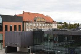 Instytut Kultury Miejskiej zasłaniający pocztę