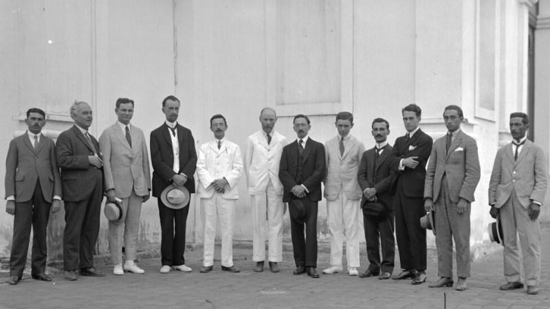 Naukowcy w Sobral, pośrodku na biało obok siebie Davidson i Crommelin/National Observatory
