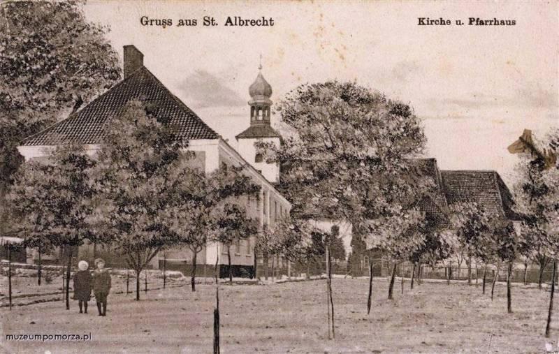 Kościół w Św. Wojciechu. Dzielnica zawdzięcza swoją nazwę mszy odprawionej w 997 roku przez świętego Wojciecha. fot. muzeumpomorza.pl