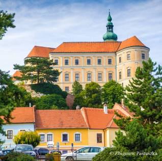 Barokowy zamek w centrum Mikulova