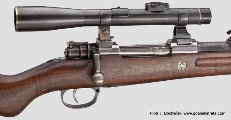 """Karabin Mausera G98 z celownikiem optycznym zamontowanym na montażu typu """"gdańskiego"""" – widok z prawej strony. (fot.Hermann Historica)"""