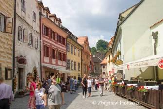 Typowa ulica, po której snują się turyści z całego świata (ul. Kajovska)