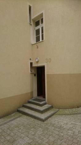 Wejście do współczesnej kamienicy na miejscu domu Tolkienów