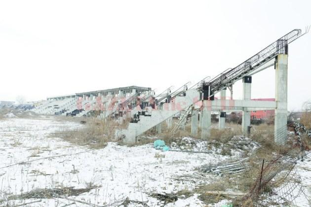 Stadionul de atletism a îngheţat în aşteptarea unui nou constructor