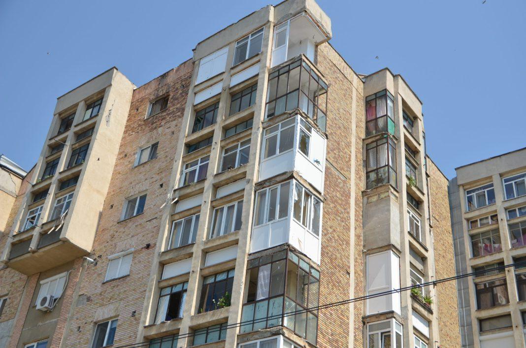 Vrei să-ți încizi balconul ai nevoie de acordul asociației de proprietari