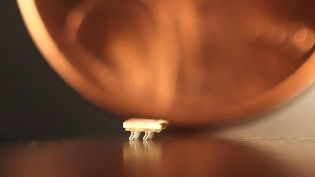 Cel mai mic robot din lume are mărimea unei furnici