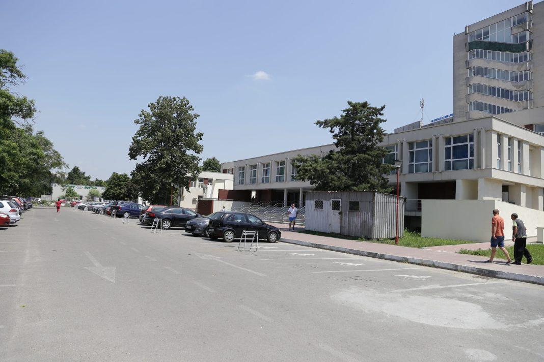 Parcarea din curtea SJU Craiova