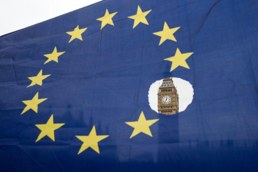 Parlamentul britanic se întâlnește pentru a discuta acordul Brexit-ului