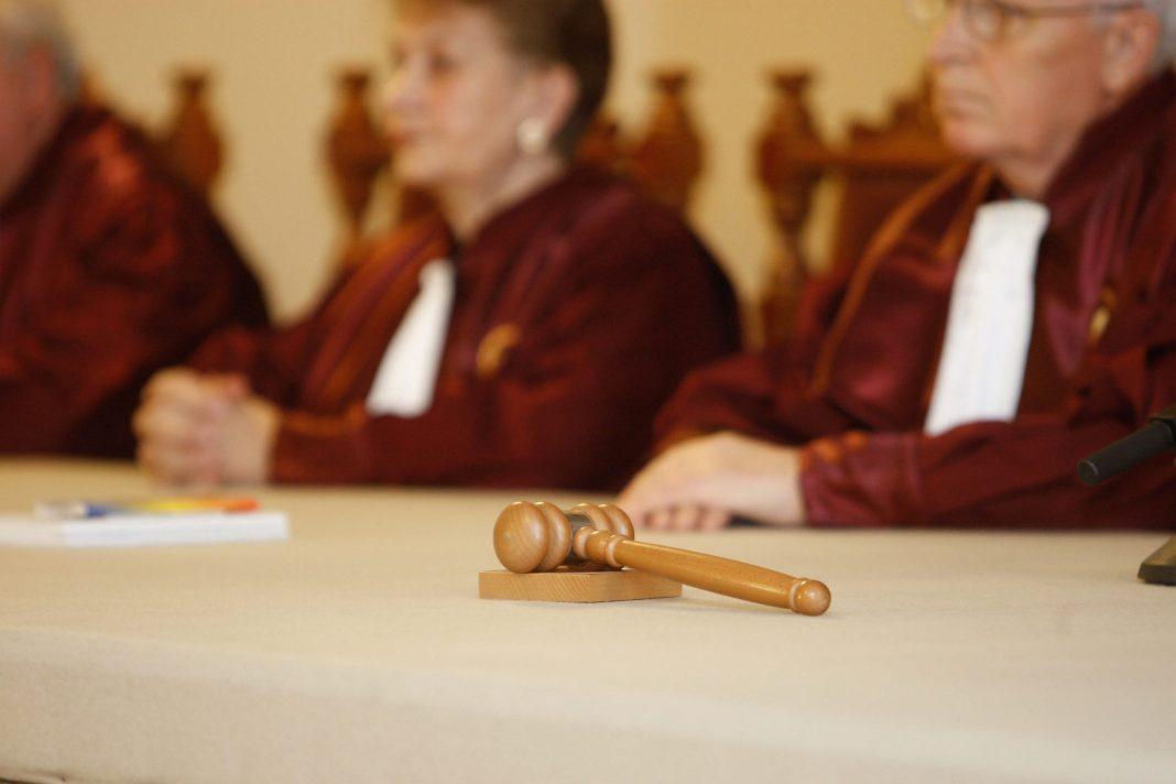 Curtea Constituţională a României a decis că restrângerea de drepturi și libertăți în timpul stării de alertă este constituţională