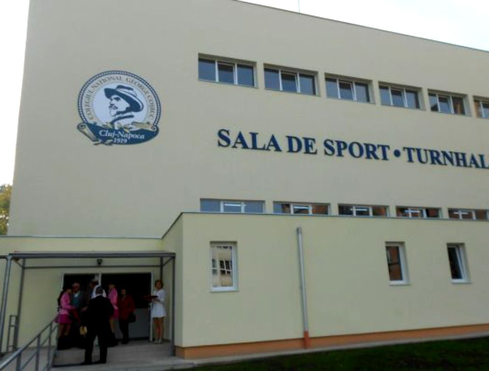 O sală de sport care a costat 2 milioane de lei, reparată cu 6 milioane