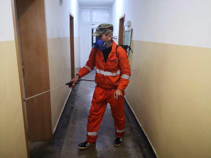 Începe dezinfectarea scărilor de bloc din Craiova