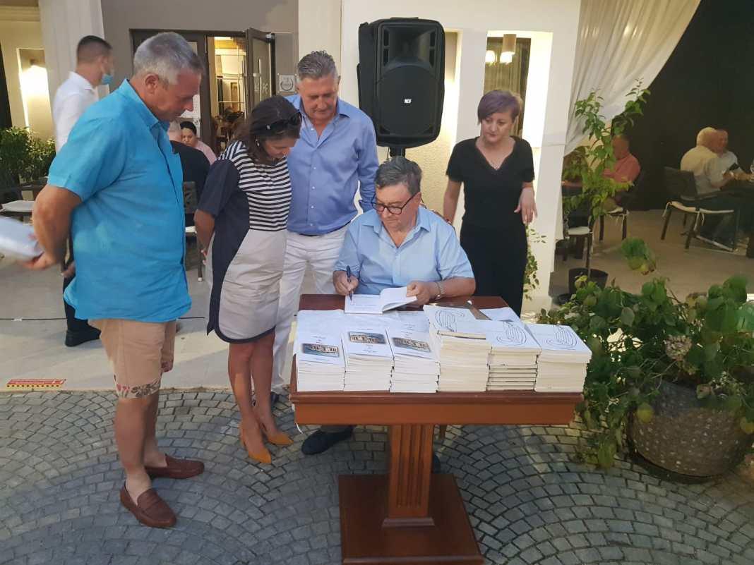 Profesorul Ion Deaconescu a lansat două volume indedite, la Craiova