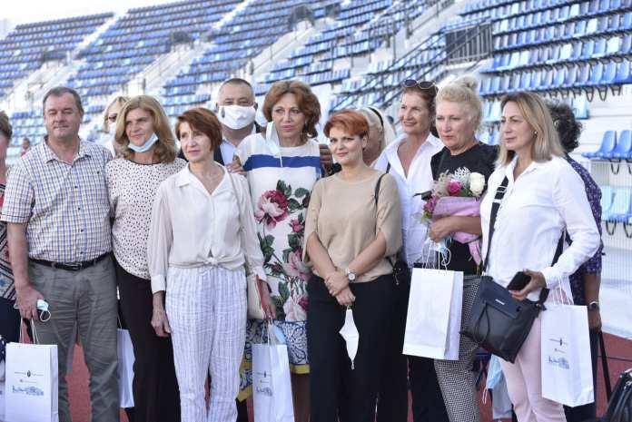 Olguţa Vasilescu nu a ratat prilejul de a se fotografia alături de marii atleţi ai României