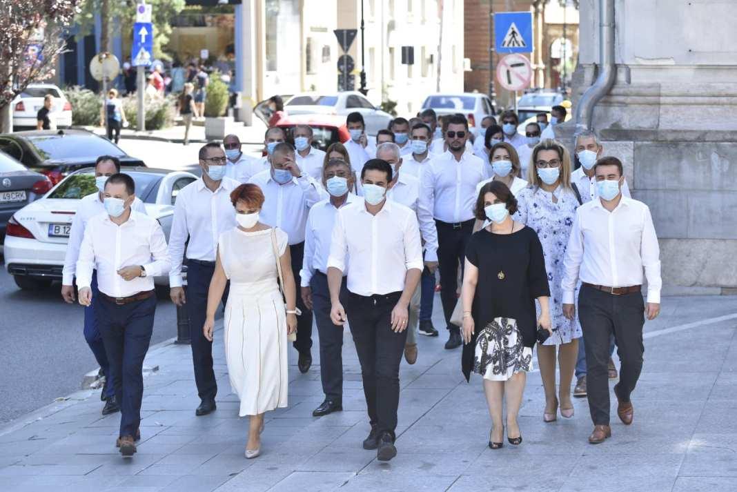PSD şi candidaţii săi, Olguţa Vasilescu şi Cosmin Vasile, au câştigat Primăria Craiova şi Consiliul Judeţean Dolj, dar ar putea avea probleme în a-şi pune în aplicare planurile administrative