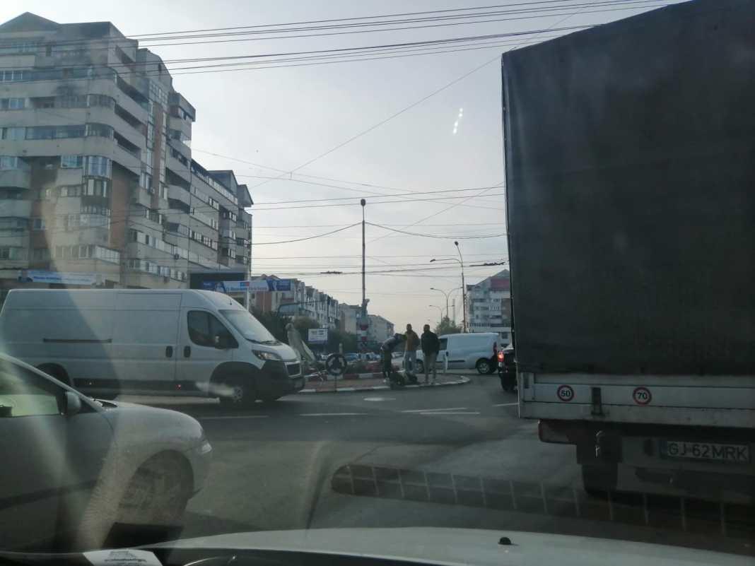 Un biciclist a fost acroșat astăzi de un șofer neatent pe pe bulevardul Constantin Brâncuși din Târgu Jiu
