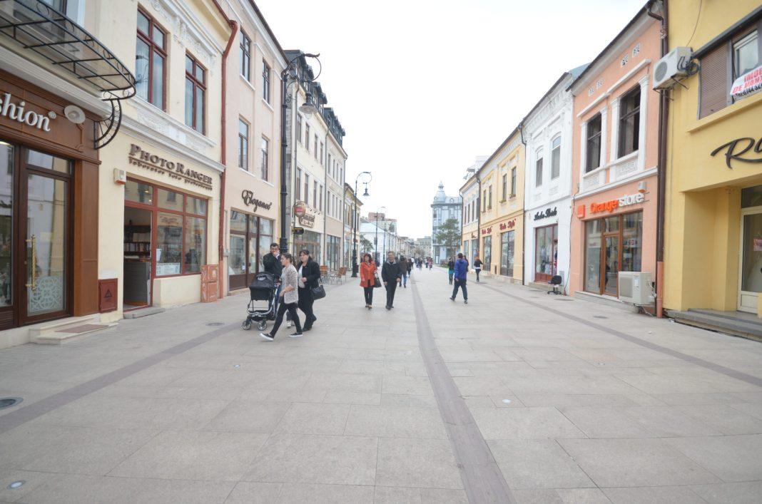 Dalele de granit din Centrul Istoric al Craiovei nu au rezistat nici măcar un an. Constructorul a remediat deficienţele în 2016, dar a dat vina pe evenimentele artistice organizate de municipalitate.