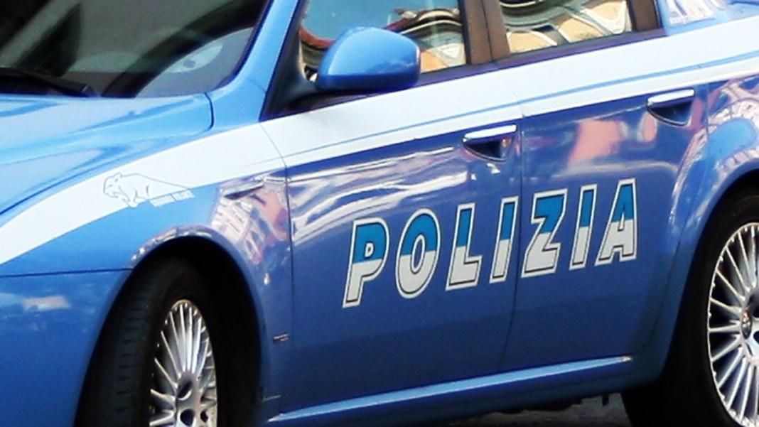 Româncă arestată după ce și-a șantajat amantul italian