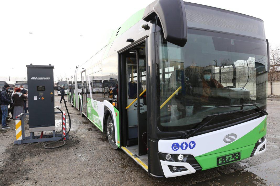 13 dintre cele 16 autobuze electrice articulate pe care le furnizează firma poloneză Solaris vor intra pe traseele RAT Craiova de luna viitoare