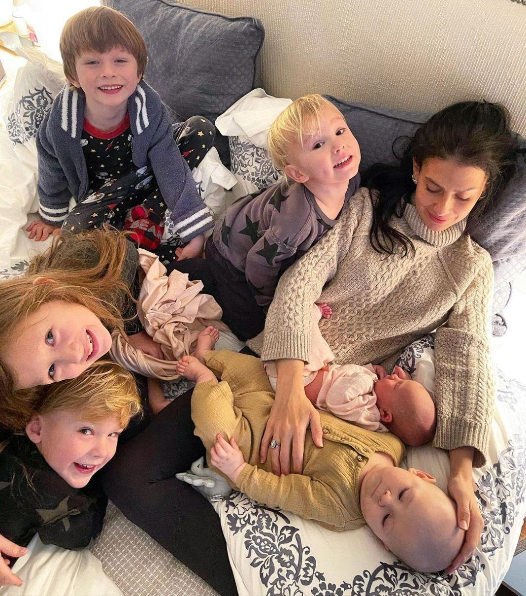 Mândra mămică a împărtășit fanilor de pe rețelele de socializare o fotografie cu noua prezență din familia Baldwin