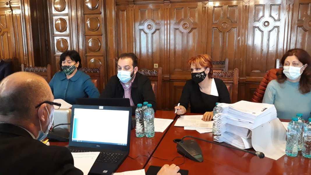 Şedinţa ordinară de joi a Consiliului Local (CL) Craiova s-a transformat din nou într-un circ, cu contre între opoziţie şi executiv