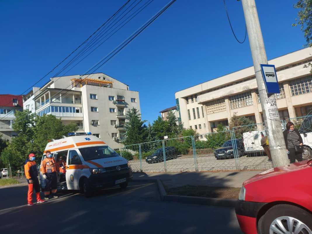 Un bătrân a ajuns la spital după ce a fost lovit de mașină