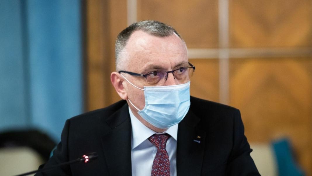 Ministrul Educaţiei a indicat că nu va susţine acordarea unei zile libere pentru elevii care se imunizează contra COVID-19