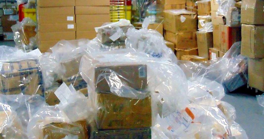 Prezervative și baterii contrafăcute, descoperite într-un container sosit din China
