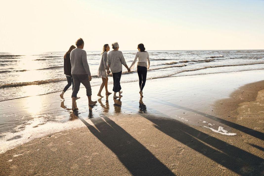 Mersul cu picioarele goale, beneficii nebănuite pentru sănătate