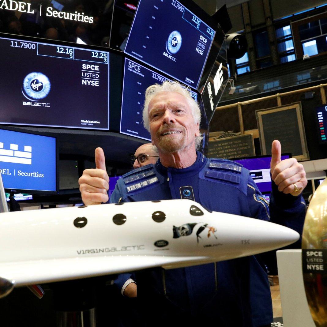 Richard Branson la bordul avionului spațial VSS Unity
