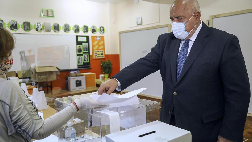 Partidul de centru-dreapta Cetăţenii pentru Dezvoltarea Europeană a Bulgariei (GERB), al fostului premier Boiko Borisov, se situează doar cu puţin în faţa noii formaţiuni antisistem